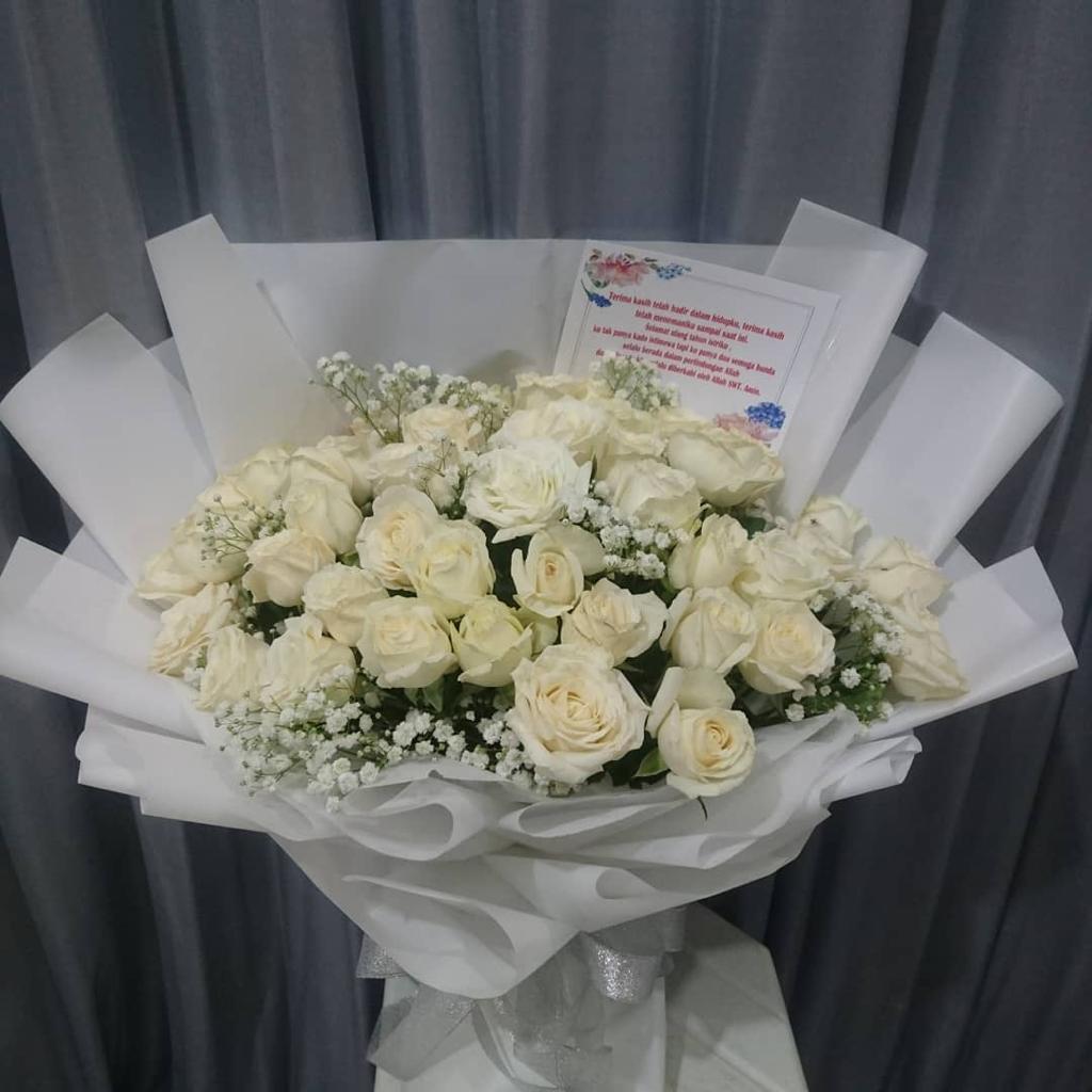 Hand Bouquet HB010