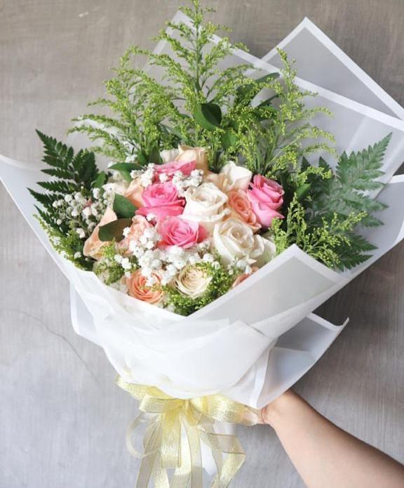 Hand Bouquet HB013
