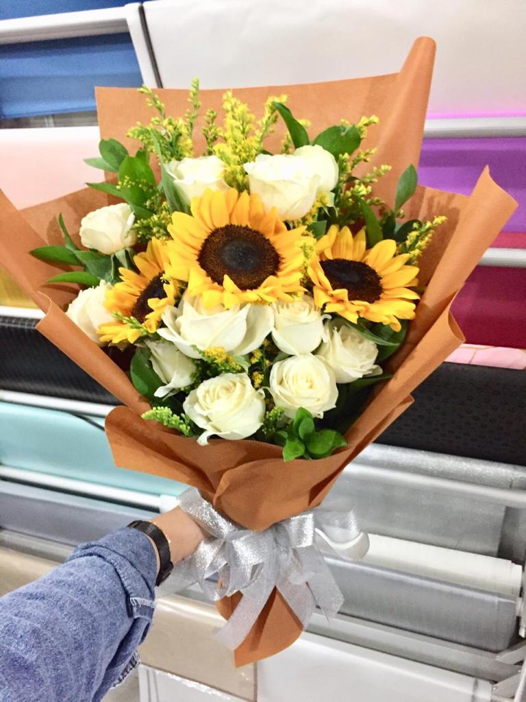 Hand Bouquet HB05
